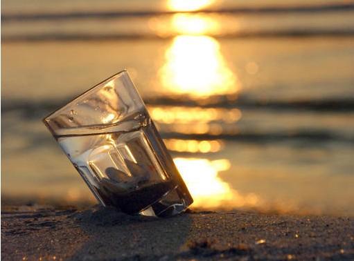 半杯水的故事_半杯水的故事与哲理