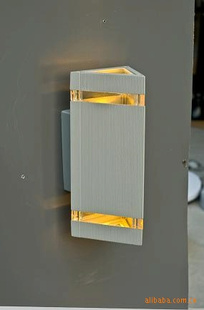 供应铝压铸三角型上下罩LED壁灯