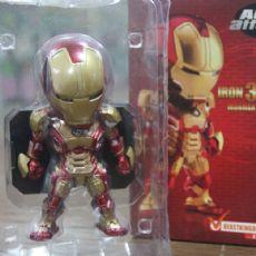 Model Iron Man