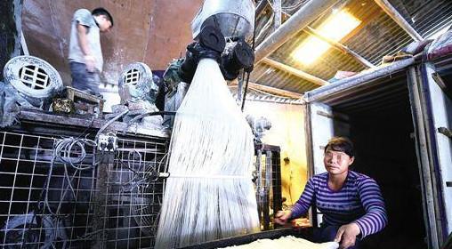 桑植县市管局组合拳重击米粉违法生产行为