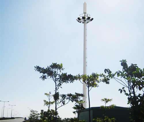 Pole-type ground station antenna camouflaged