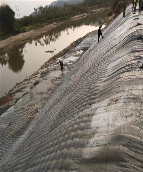 新聞:信陽市模袋混凝土制作公司潛水員作業