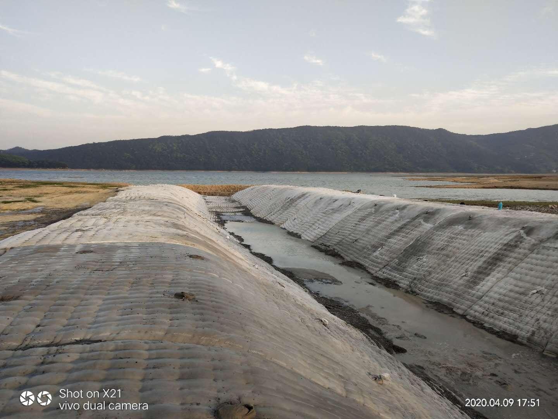 新聞:山東省膜袋混凝土公司水下工程作業