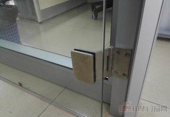 深圳卷閘門維修 上門服務 下橫朗大水坑維修地點玻璃門