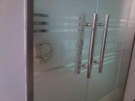深圳市羅湖區東門維修玻璃門 地彈簧調試30分鐘上門 價格實惠