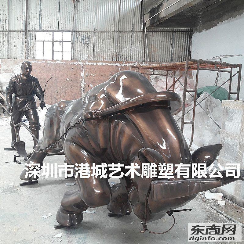 湖南玻璃钢人拉犁耕地牛雕塑由港城雕塑日日摸天天摸人人看提供