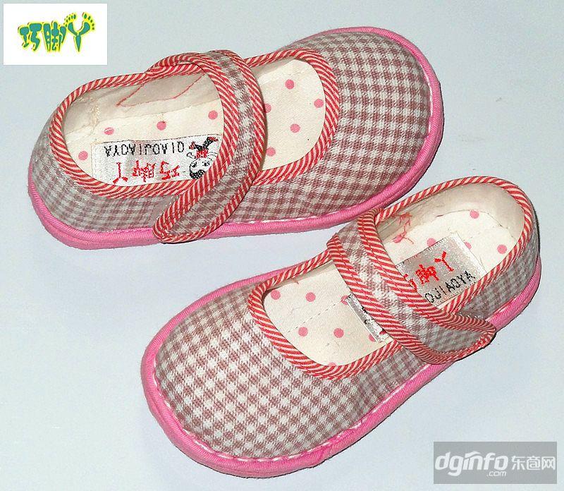 在儿童手工布鞋