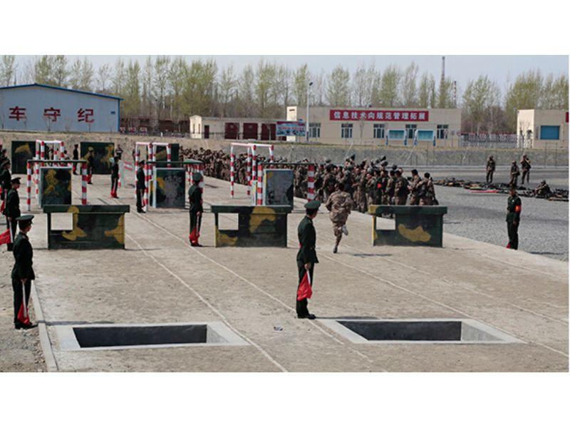 广东潮州武警部队400米障碍器材,浪木,部队体能训练训练器材发图片