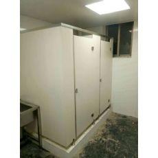 河南学校卫生间 抗倍特卫生间隔断材料 工厂公共厕所隔板图片
