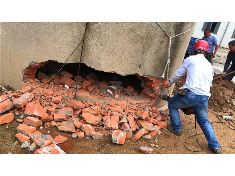 汕尾砖瓦厂烟囱拆除公司