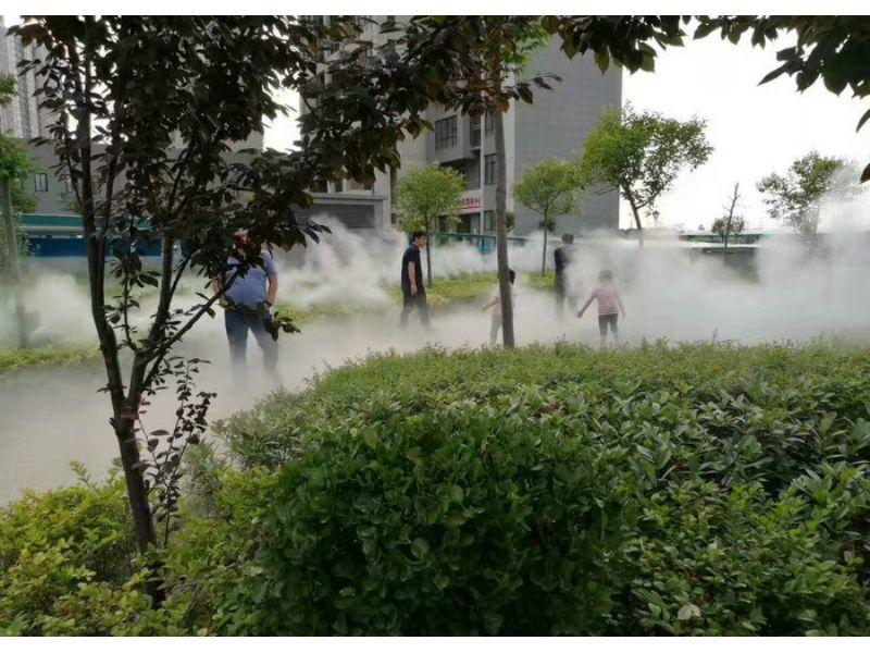 拉萨小区人工造雾