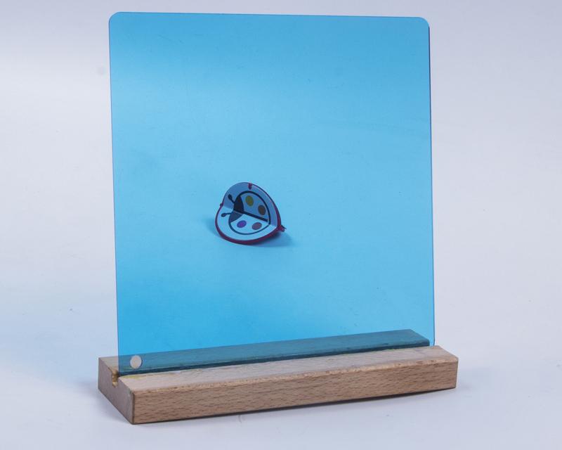 蓝色透明亚克力板材
